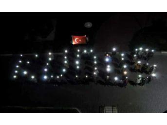 Kyk Öğrencileri Telefonla Işığıyla