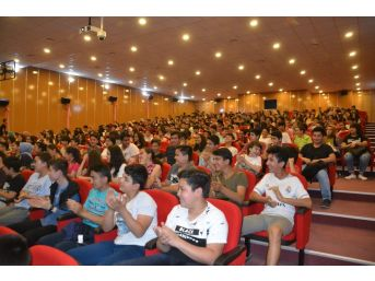 Erdemli'de Öğrenciler İçin Motivasyon Toplantısı Yapıldı