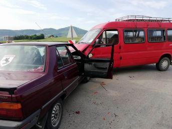 Samsun'da Otomobil İle Minibüs Çarpıştı: 1 Yaralı