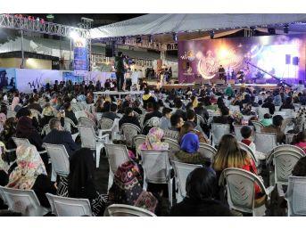 Van Büyükşehir'in Ramazan Sokağına Yoğun İlgi