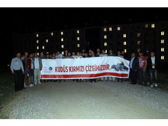 Kyk Yurtlarındaki Öğrencilerden İsrail'e Işıklı Protesto