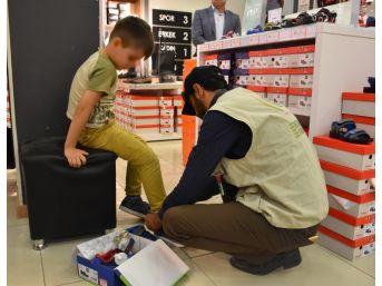 İhh'dan Yetim Çocuklara Bayramlık Ayakkabı