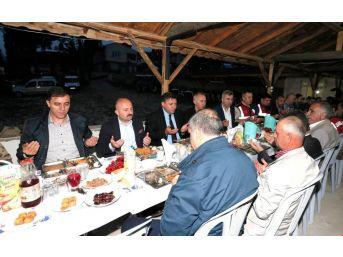 Vali Varol, Aşağı Baraklı'da Köylülerle İftar Yaptı