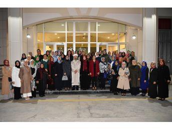 Diyanet İşleri Başkanı Erbaş, Kadın Stk Temsilcileriyle İftarda Bir Araya Geldi