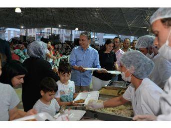 Muratpaş Kızıltoprak'ta İftar Sofrası Kurdu