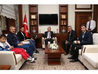 Milli Futbolcu Çalhanoğlu Vali Pehlivan'ı Ziyaret Etti