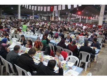 Kale Ailesinden 18 Bin Kişilik İftar Yemeği