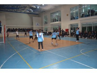 Yüksekova'da Voleybol Turnuvası