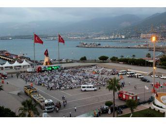 Hatay Büyükşehir Belediyesi İskenderun'da İftar Verdi