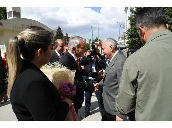 Başbakan Yıldırım Isparta Belediyesinde Mehteran Ve Güllerle Karşılandı