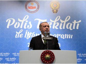 Cumhurbaşkanı Erdoğan, Polis Teşkilatıyla İftarda Buluştu