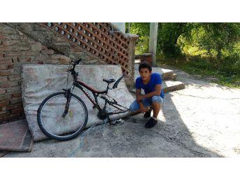 Evinin Önündeki Bisikleti Değil, Lastiğini Çaldılar