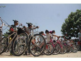 Ailelerine Sigarayı Bıraktıran Çocuklara Bisiklet