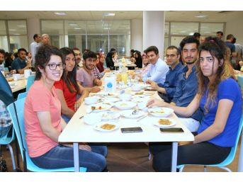 Rektör Karacoşkun Öğrencilerle İftar Yemeğinde Bir Araya Geldi