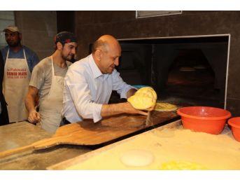 Başbakan Yardımcısı Işık, Ramazan Pidesi Yaptı