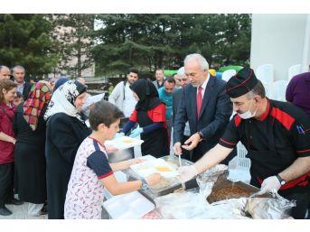 Kütahya Belediyesi'nin Mahalle İftarları Başladı