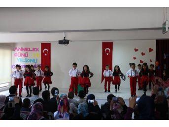 Öğrencilerin Bayrak Sevgisi Duygulandırdı