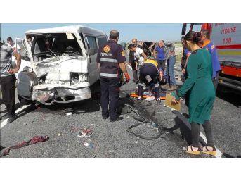 Niğde'de Minibüs İle Kamyonet Çarpıştı: 7 Yaralı