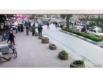 Cadde Üzerinde Çıkan Kavga Güvenlik Kamerasına Yansıdı