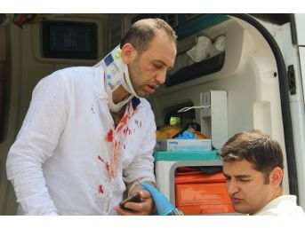 Sürücüsü Bayılan Öğretmen Servisi Otobüs Durağına Daldı: 5 Yaralı