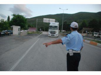 Polisleri Ve Gazetecileri Karşılarında Gören Şoförler Önce Korktu, Sonra Sevindi