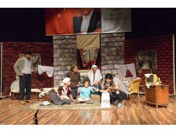 Sü'de Mehmetçik Vakfı Yararına Tiyatro Gösterimi