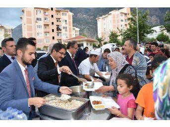 Başkan Çelik İftarını Adnan Menderes Mahallesinde Açtı