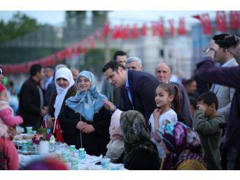 İpekyolu Belediyesinin 'kardeşlik Sofrası' Mahallelerde