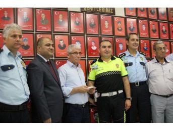 Polis Memurundan Anlamlı Bağış