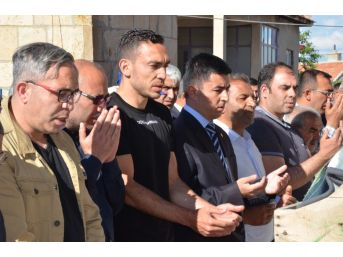 Milli Futbolcu Mevlüt Erdinç'in Babası Toprağa Verildi