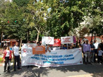 Dünya Çocuk İşçiliğiyle Mücadele Gününde Broşürler Dağıtıldı