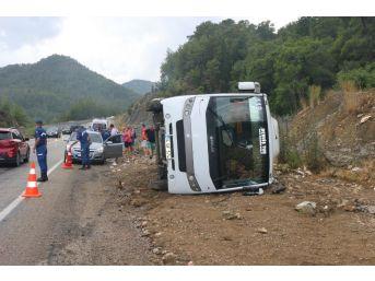 Antalya'da Tur Otobüsü Devrildi: 6 Turist Yaralı