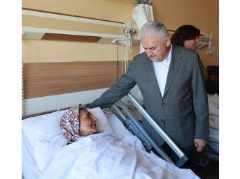 Başbakan Yıldırım, Hastane Tedavi Gören Hastaların Bayramını Kutladı
