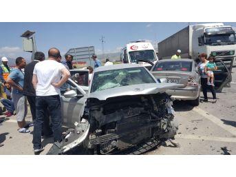 Erzincan'da Trafik Kazası: 9 Yaralı