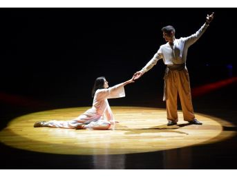 Çocuk Ve Gençlik Halk Dansları Topluluğu'ndan Masal Ve Dans Gösterisi
