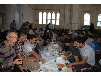 Halep'in Sıfır Noktasında Toplu İftar