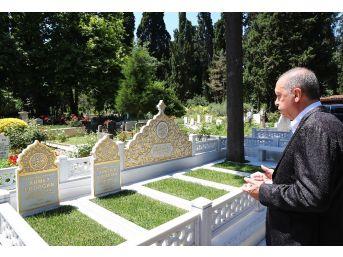 Cumhurbaşkanı Erdoğan, Anne Ve Babasının Mezarlarını Ziyaret Etti