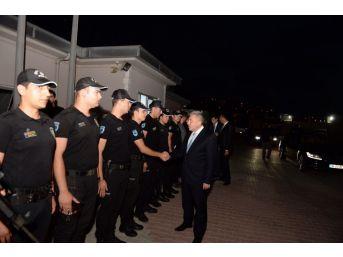 İstanbul Emniyet Müdürü Çalışkan Görev Başındaki Polislerle Bayramlaştı