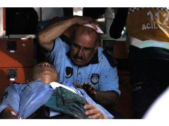 Seyyar Satıcılar Zabıtalara Saldırdı, 1'i Bıçakla 2 Zabıta Yaralandı