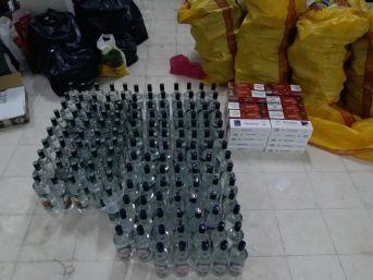 Samsun'da Şüpheli Araçtan Kaçak İçki Ve Sigara Ele Geçti