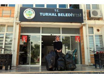Engelliler İçin Kaldığı Yurtta 12 Bin Mavi Kapak Topladı