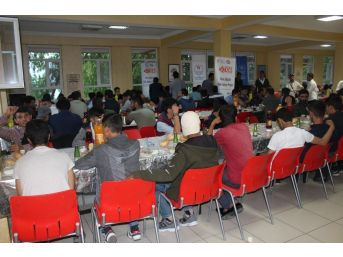 Gevaş Gençlik Merkezinden Gençlere İftar Programı