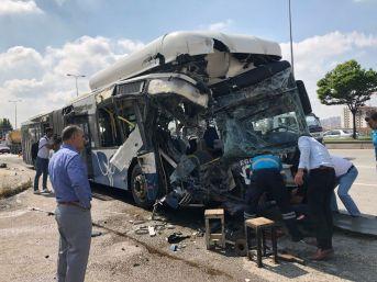 Başkent'te İki Ego Otobüsü Çarpıştı: 1 Ölü, 15 Yaralı