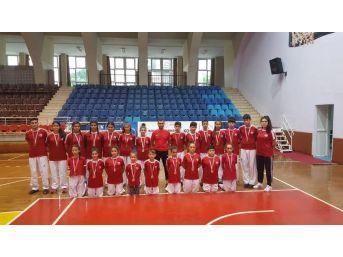Kuşadası Belediyespor Teakwondo Takım 21 Madalya Kazandı