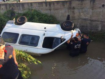 Sulama Kanalında Can Pazarı, Kanala Uçan Aracın Sürücüsünü Boğulmaktan İtfaiye Ekipleri Kurtardı