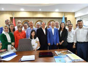 Ak Parti Balıkesir'de Zaferini Kutluyor