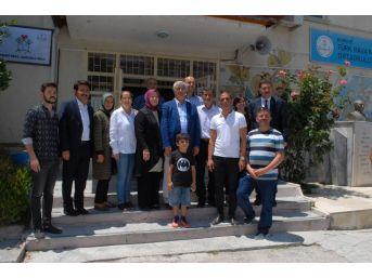 Burdur'da Başkan Ve Milletvekili Ailesiyle Birlikte Oy Kullandı