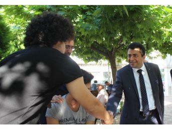 Mhp'li Zırhlıoğlu, Kapı Kapı Gezip İttifakın Önemini Anlatıyor