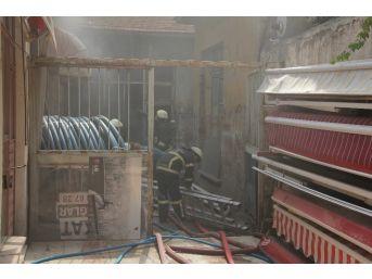 Depoda Çıkan Yangın İçin İtfaiye Seferber Oldu