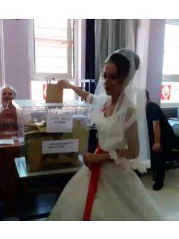 Düğünden Önce Soluğu Sandık Başında Aldılar
